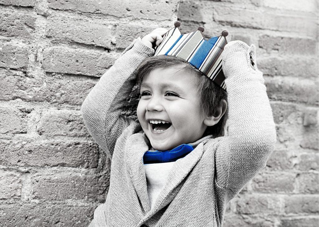 Kid with crown - blue
